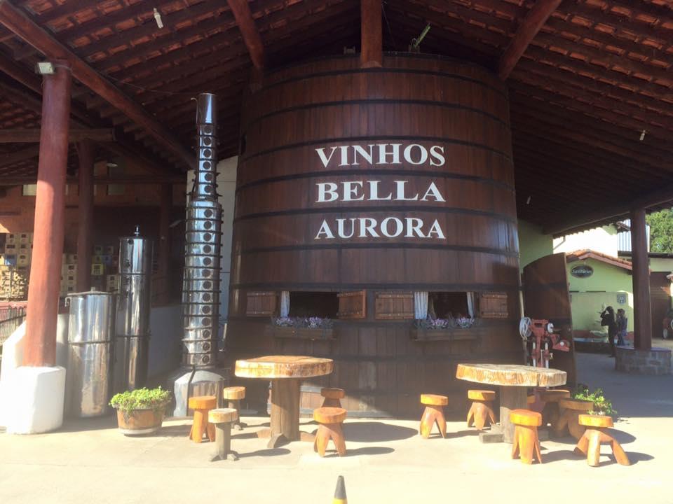 A lojinha fica dentro desse imenso barril de vinho! Um charme!