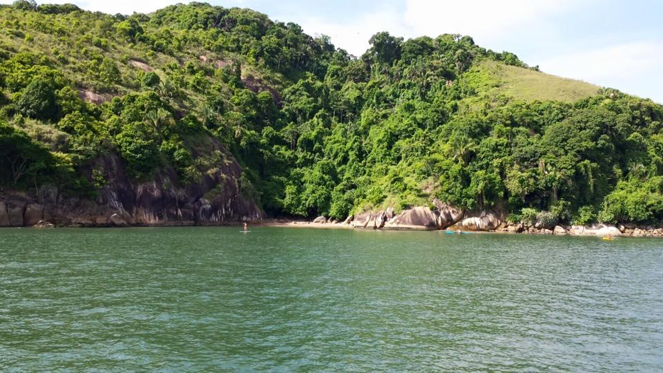 Uma vista das pequenas praias de Santos