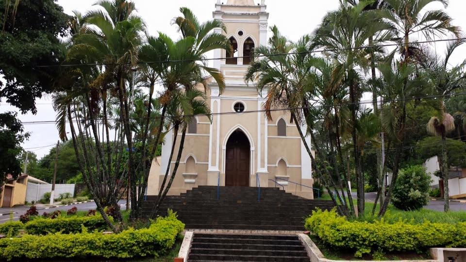 Toda cidade tem sua Igreja