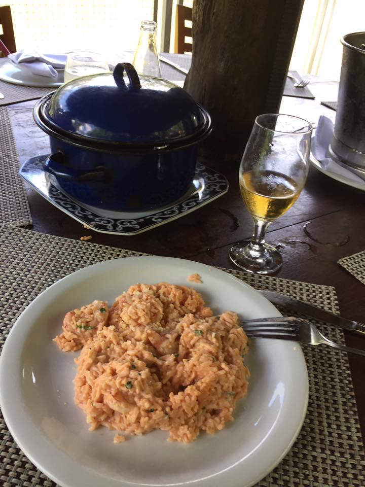 Risoto de camarão, delicioso e muito bem servido!!! Na panelinha tinha o suficiente para cinco prato iguais a este!!!