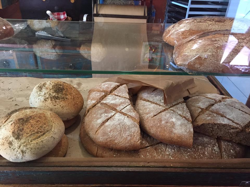 Deliciosos pães orgânicos de fermentação natural! Perfeito para levar para viagem!