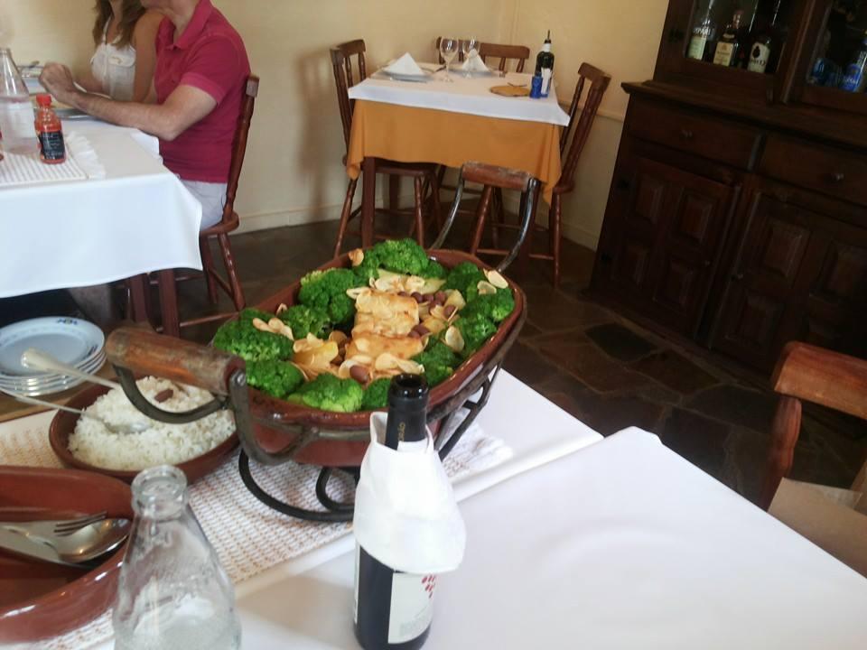 O sensacional prato de bacalhau Gadus Mohrua, servido com legumes
