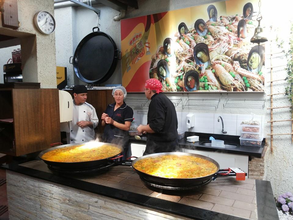 O começo do preparo da paella