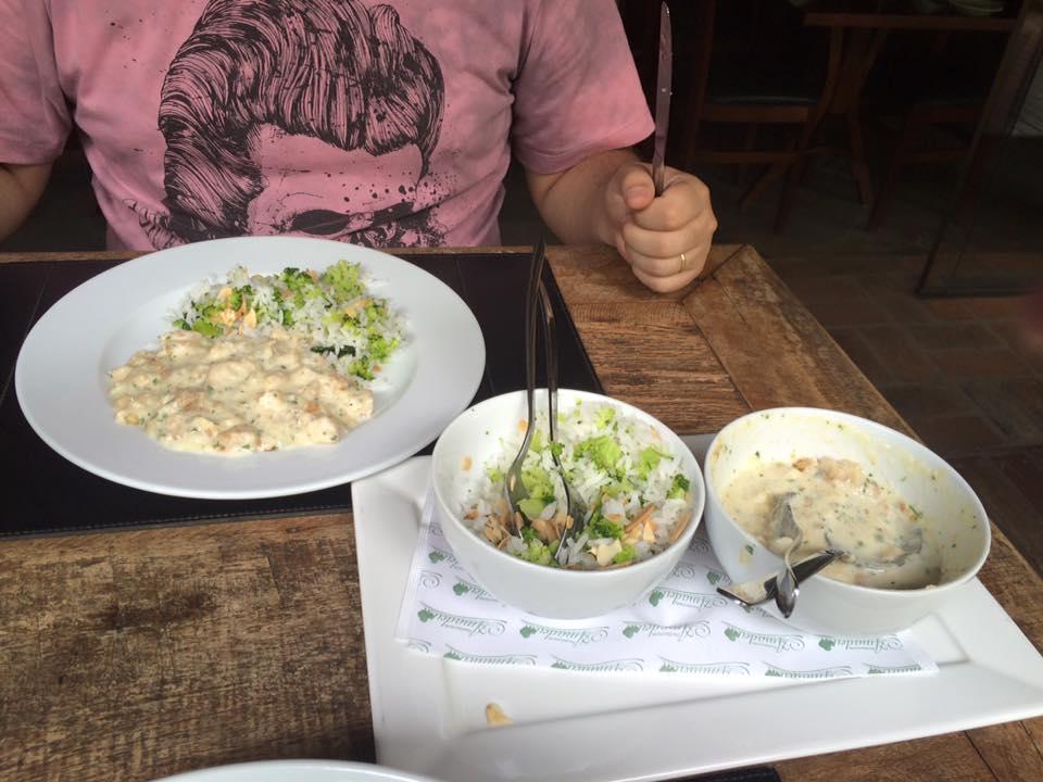 Bacalhau com arroz e legumes, veio numa porção surpreendentemente farta!