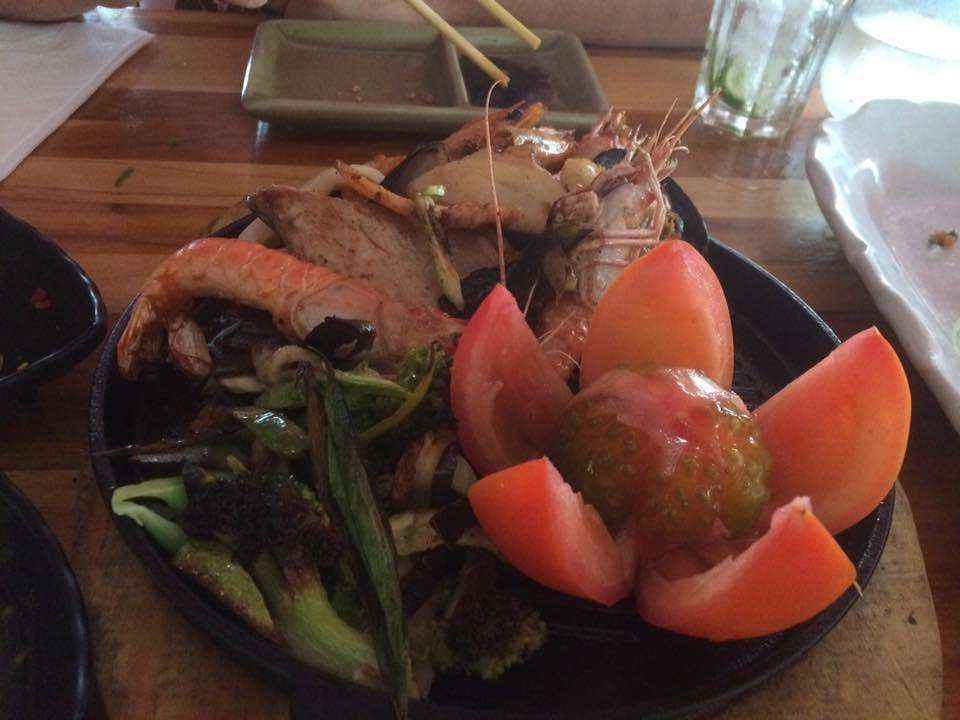 O teppan de frutos do mar, além de delicioso e variado, veio com ótima apresentação