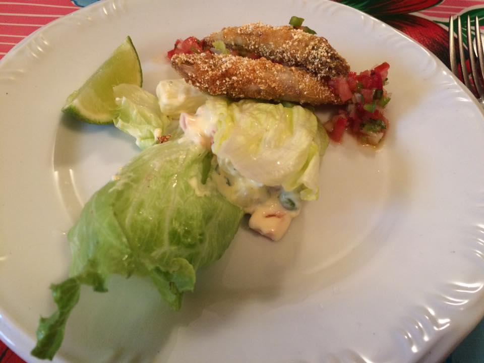 Entradinha saborosa de peixe e salada!
