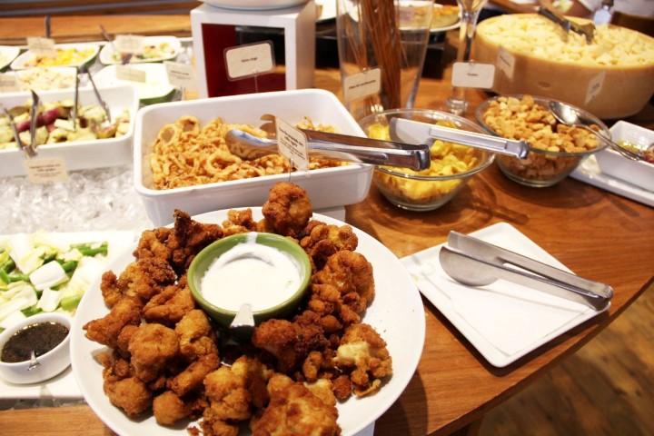 Os quentes do buffet de saladas, gosto bastante! Foto divulgação do site