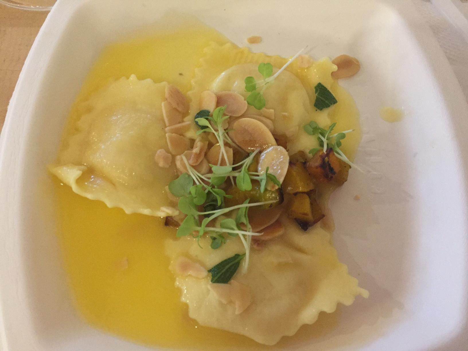 Do La Pasta: ravioli de abóbora com manteiga e sálvia