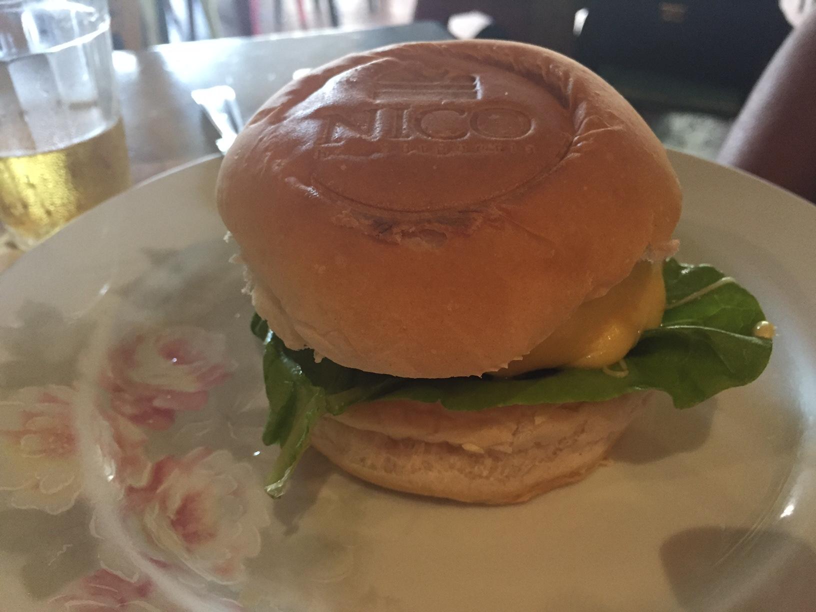 X-salada com pão fofinho e personalizado