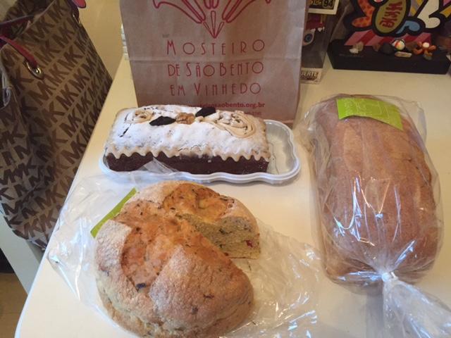 Claro que não tinha como resistir aos pães e doces, para levar pra casa!