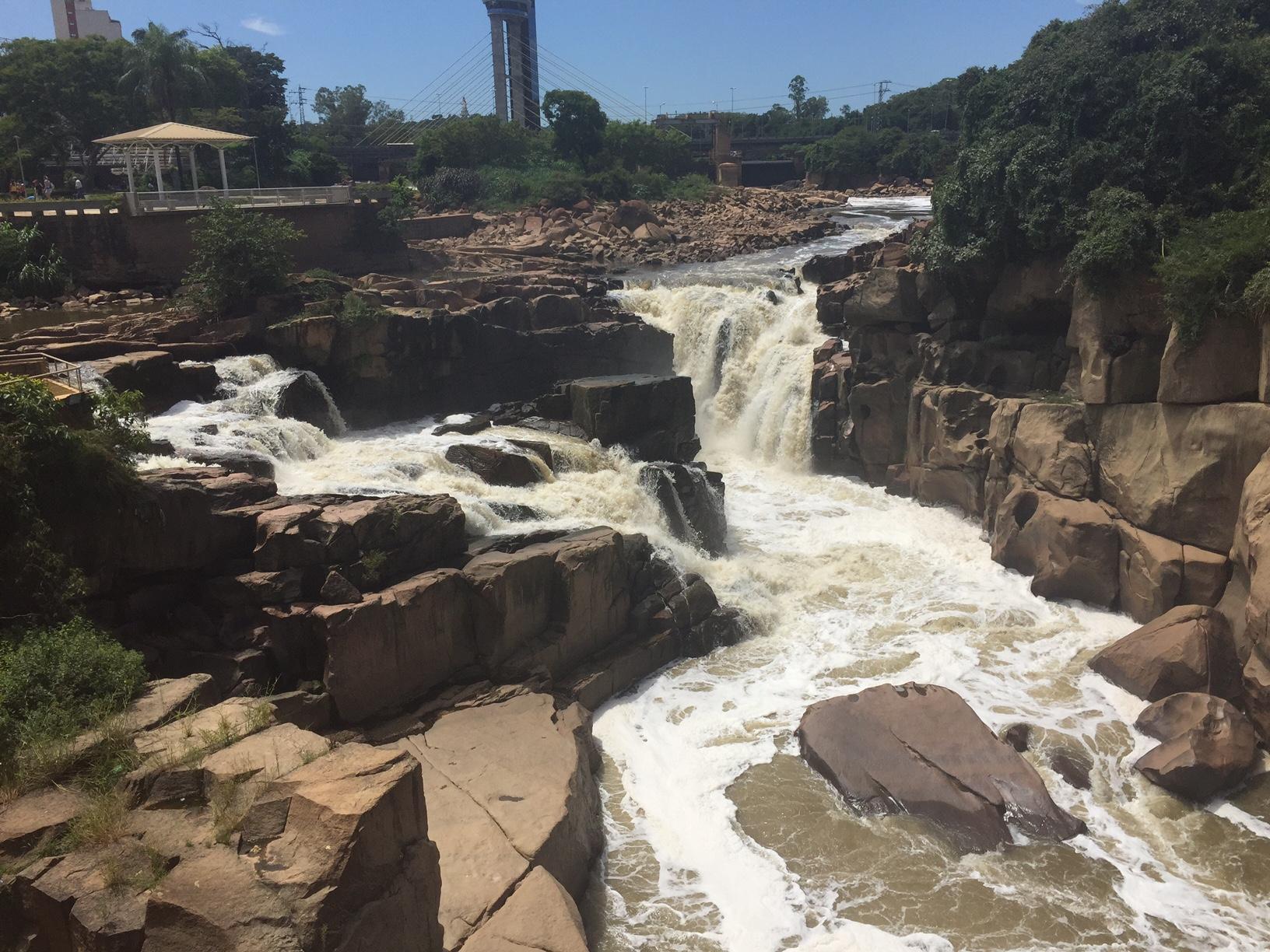 Vista da Cachoeira do Rio Tietê