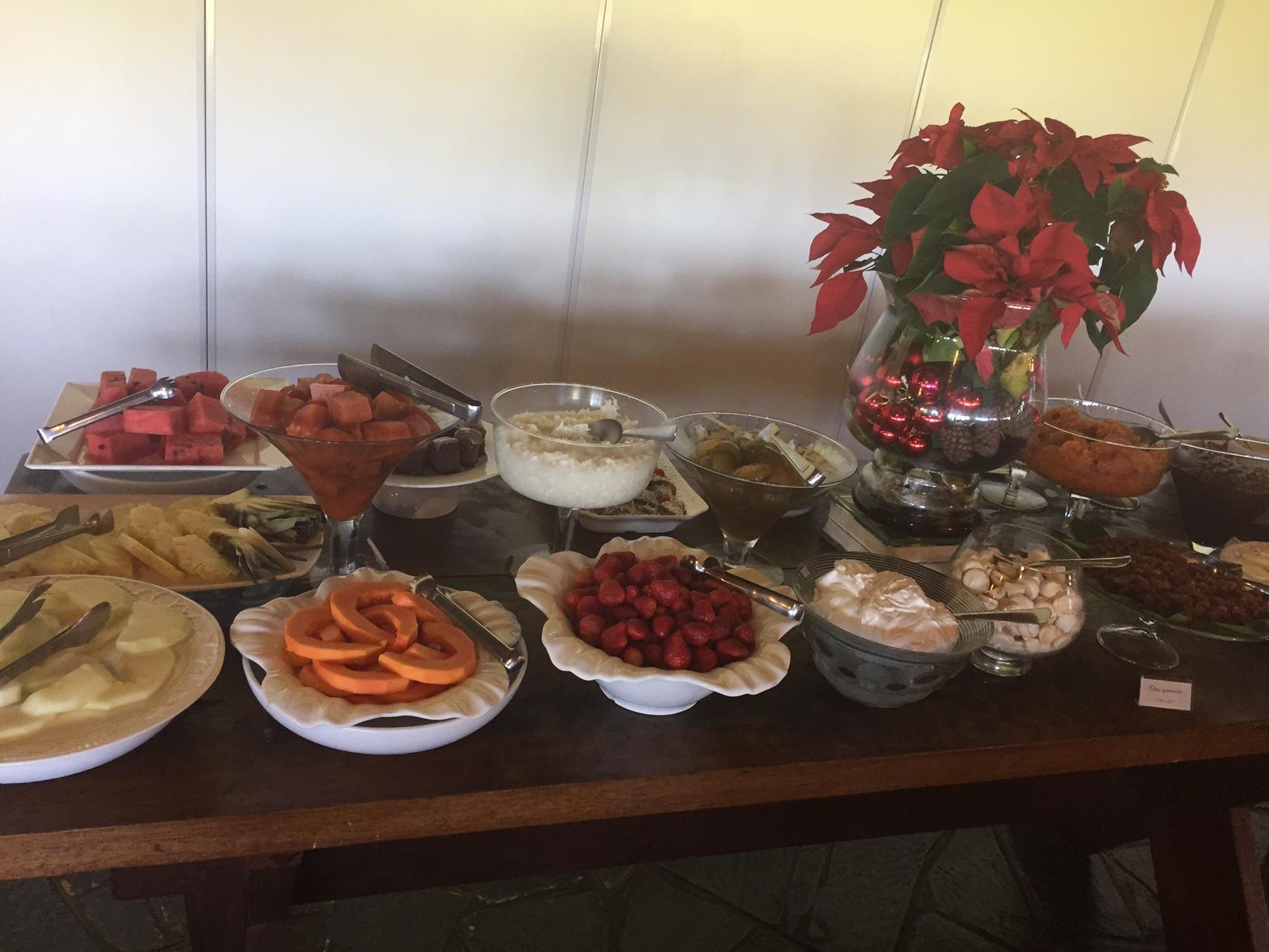 Muitas sobremesas e doces caseiros