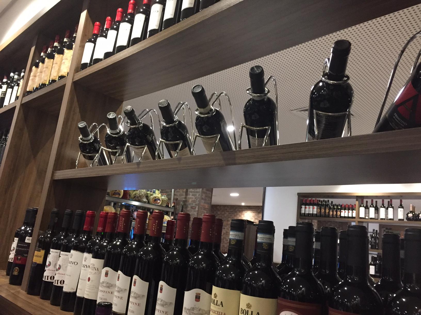 Carta de vinhos bem variada